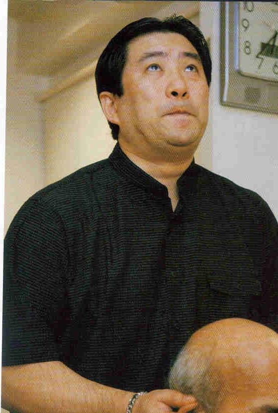 大明気功院 メディア掲載記事『ランティエ』青島大明院長施術写真1