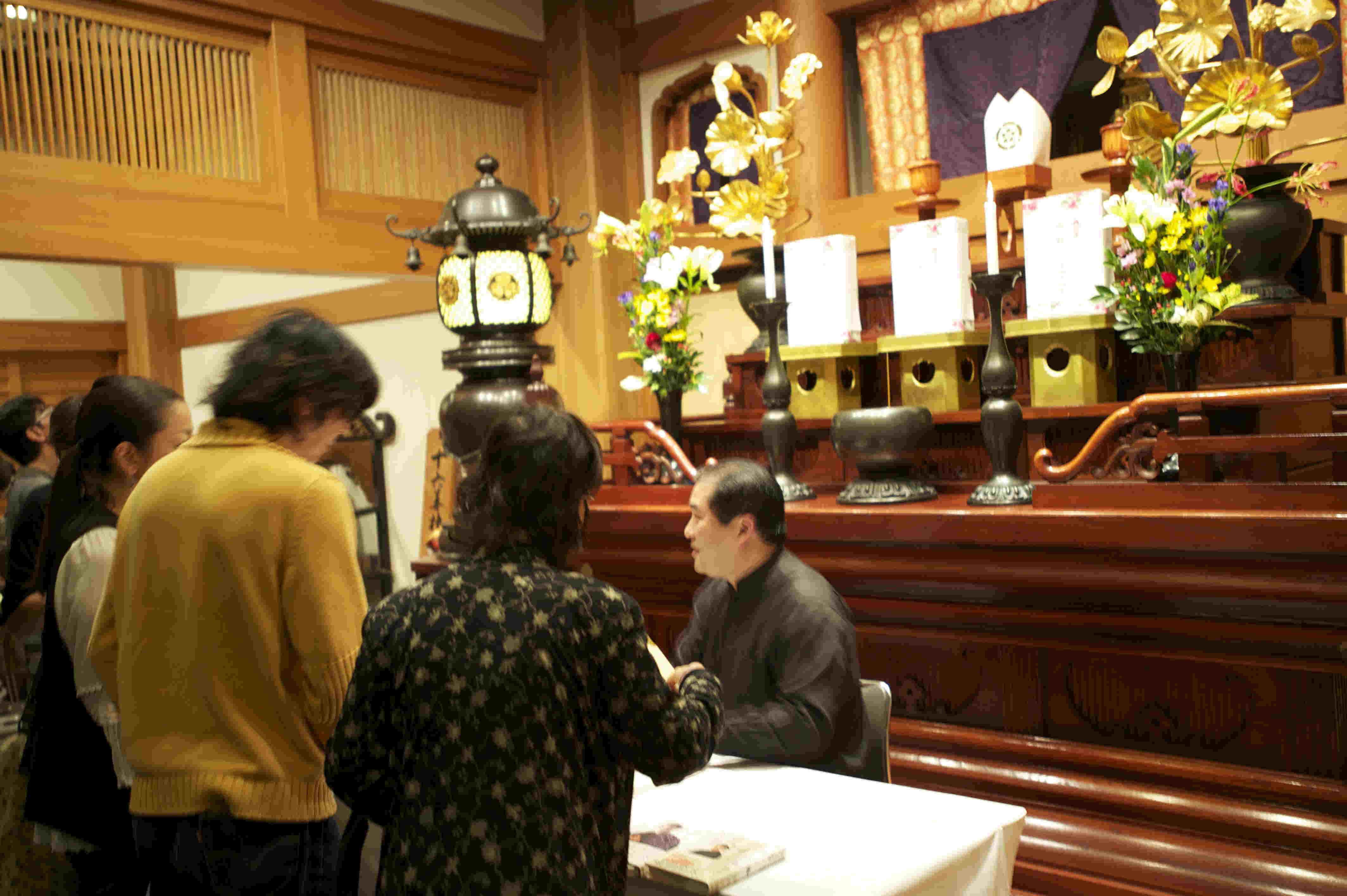 出版記念特別対談in名古屋市万松寺『なぜ あなたの病気は治らないのか』青島大明院長によるサイン会